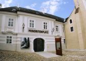 Minoritenkloster Krems-Stein | Forum Frohner | Haupteingang